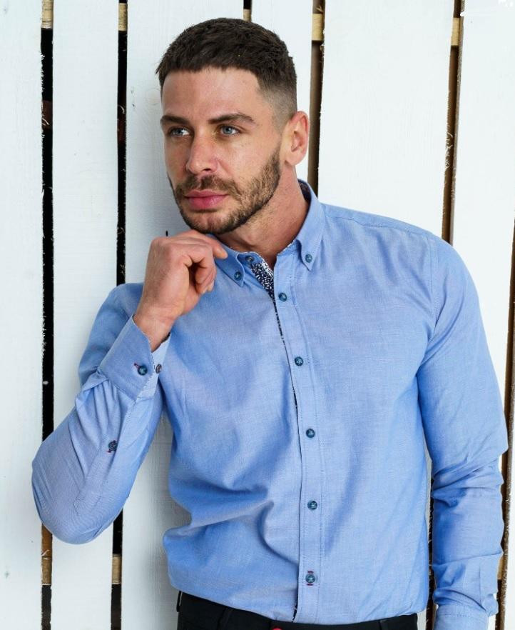 Синя риза за тъмни и тъмно сини дънки