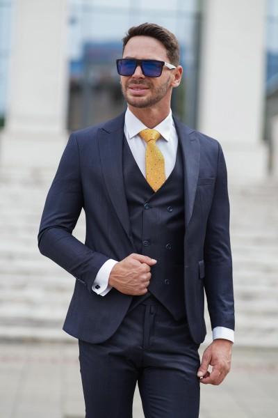 Втален мъжки костюм тъмносин с дискретно каре