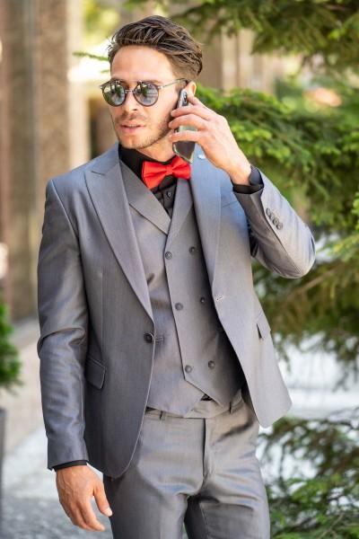 Втален мъжки сив костюм в три части