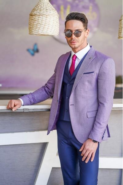 Втален мъжки костюм син с лилаво сако на точки в три части