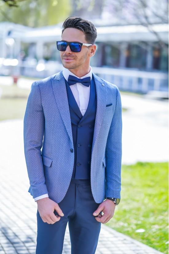 Втален мъжки костюм син цвят и точки на сакото в три части