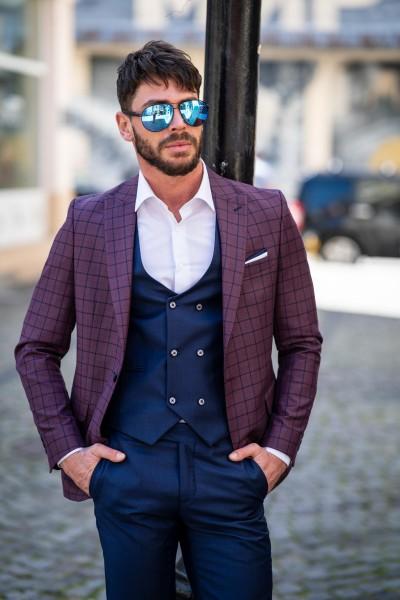 Втален мъжки костюм тъмносин с бордо и дискретно каре
