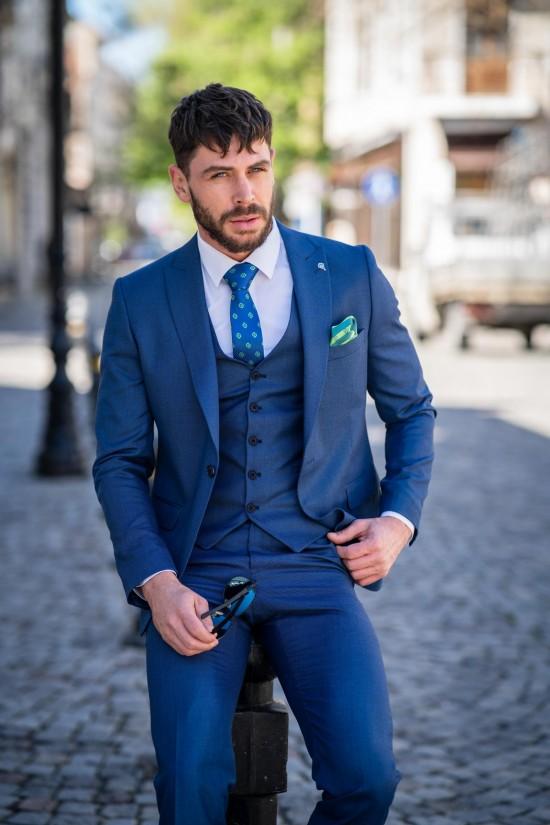 Втален мъжки костюм светлосин парламент