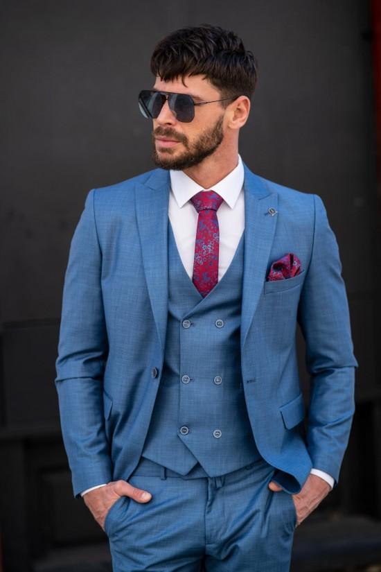 Втален мъжки костюм в светлосин цвят