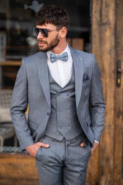 Втален мъжки костюм в светлосив цвят
