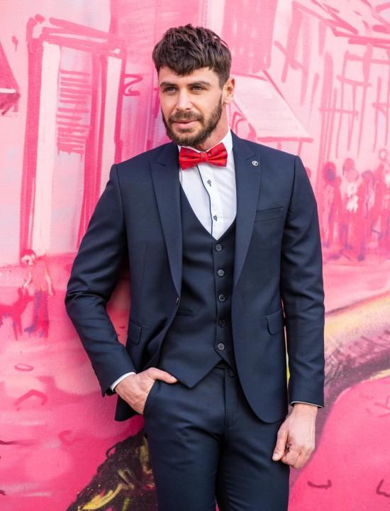 Втален мъжки костюм в тъмносин цвят