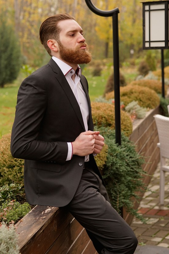 Втален мъжки костюм черен със ситно райе