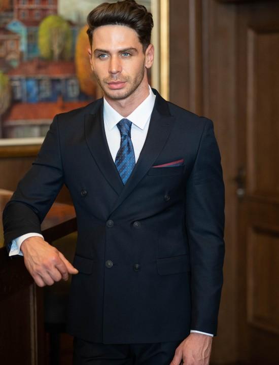 Втален мъжки костюм тъмносин с двуредо закопчаване