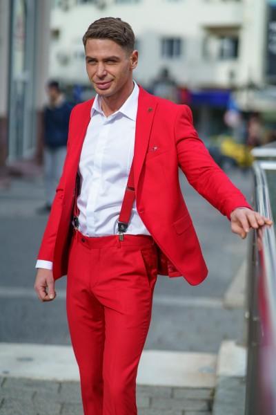 Втален мъжки костюм в червен цвят