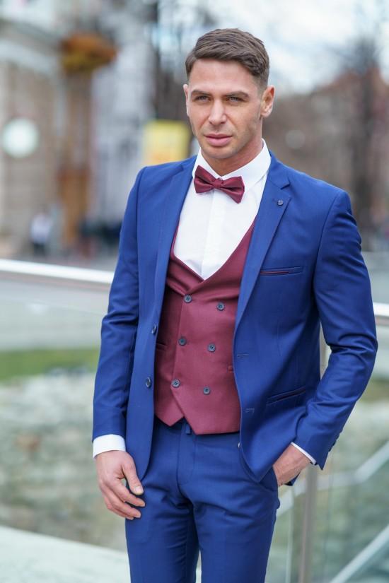 Втален мъжки костюм цвят парламент с бордо елек