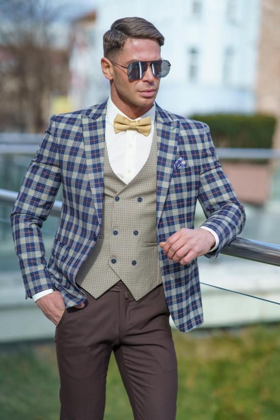 Втален мъжки костюм каре с кафяв панталон