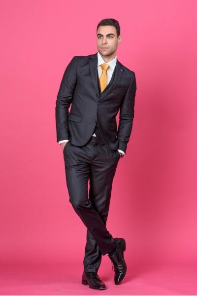 Втален мъжки костюм черен с дискретно каре в три части