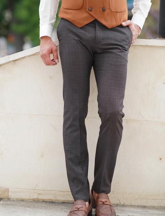 Втален мъжки панталон с кафяво дискретно каре