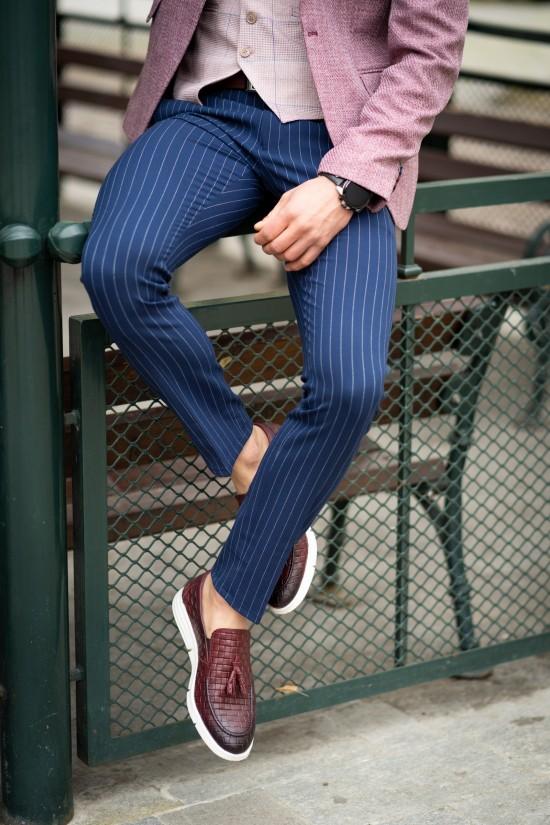 Втален мъжки панталон синьо райе с еластан