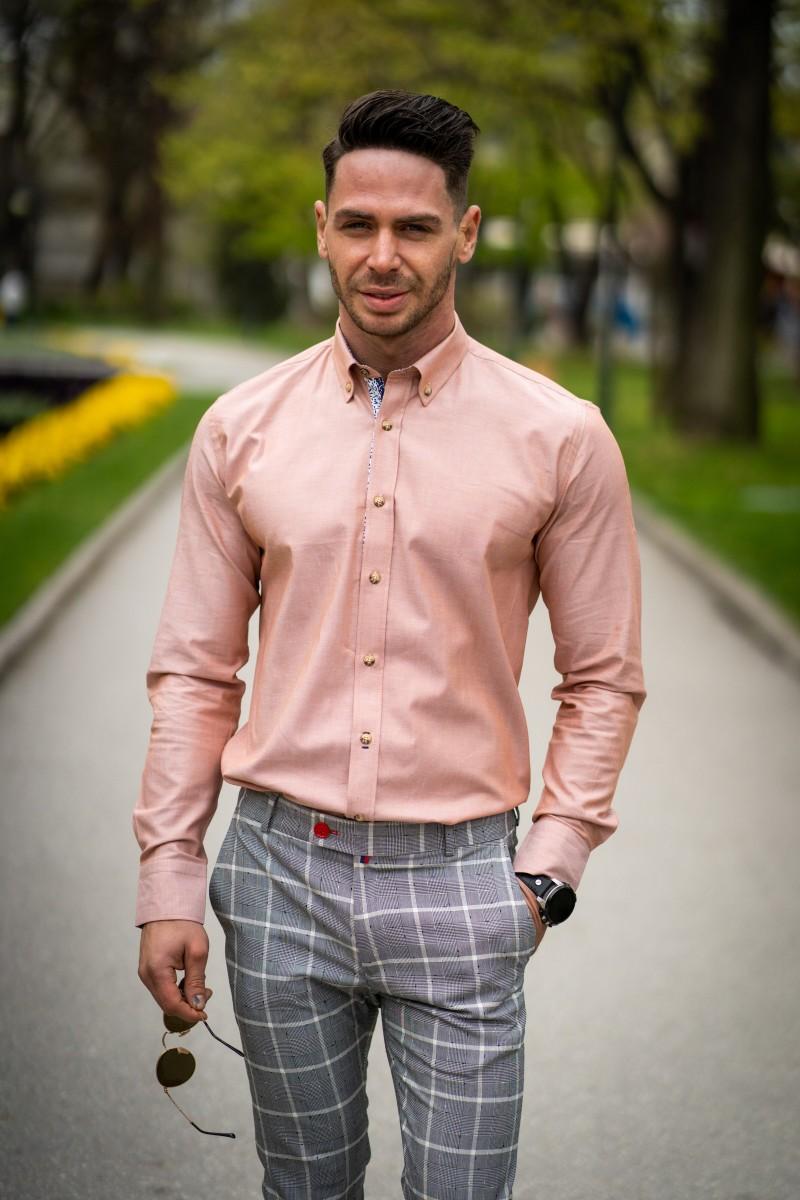b0becf566bd Вталена мъжка риза в цвят праскова с дискретна декорация