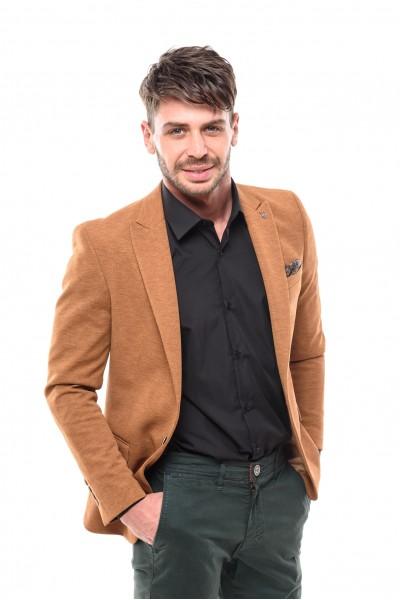 Вталено мъжко сако цвят камел