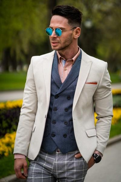 Вталено мъжко сако в цвят айвъри