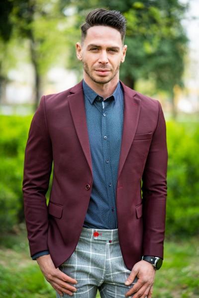 Вталено мъжко сако в цвят бордо и структура
